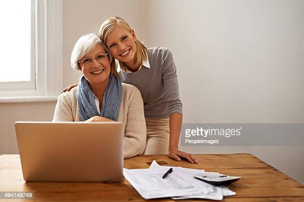 always there to help her grandmother out - grandma invoice stock pictures, royalty-free photos & images