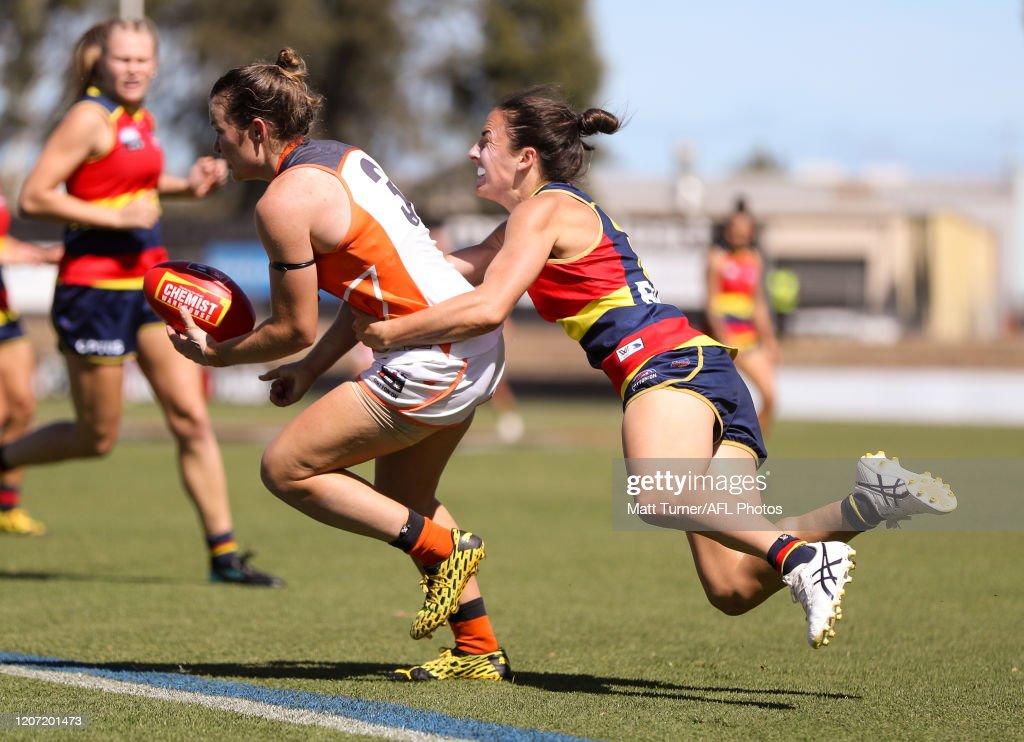 AFLW Rd 6 - Adelaide v GWS : ニュース写真