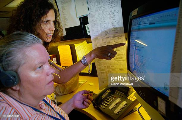 CDPOISONDENVER COLORADO AUGUST 29 2007 Alyssa Guttenberg background and Patrice HartmanEvans both registered nurses discuss a diagnosis while...