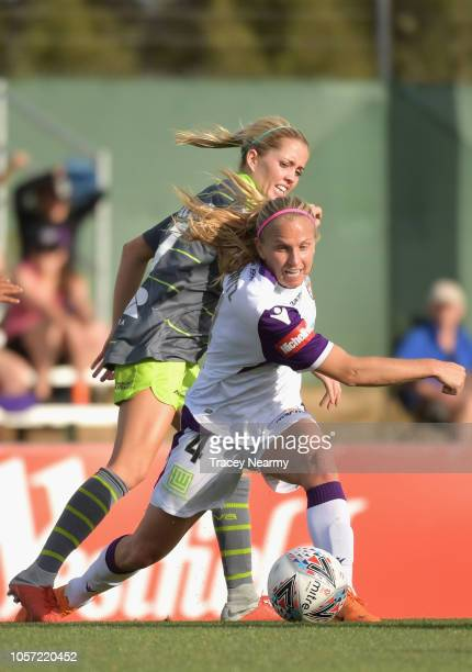 Alyssa Mautz of Perth Glory and Denise O'Sullivan of Canberra United during the round two WLeague match between Canberra United and the Perth Glory...