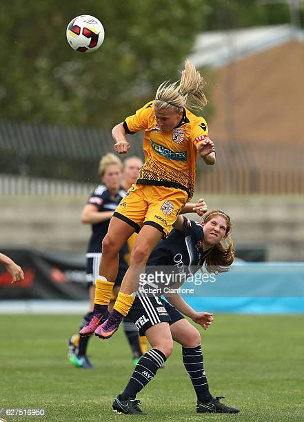 Alyssa Mautz of the Glory heads the ball during the round five W-League match between Melbourne Victory and Perth Glory at Lakeside Stadium on...