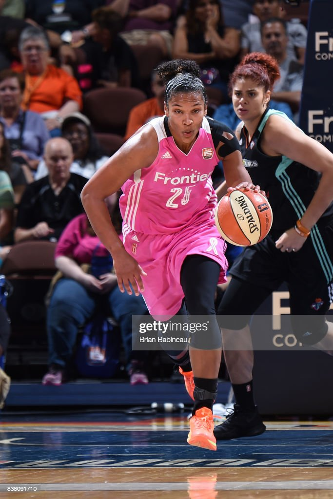 Alyssa Thomas #25 of the Connecticut Sun brings the ball up court during the game against the New York Liberty on August 18, 2017 at the Mohegan Sun Arena in Uncasville, Connecticut.