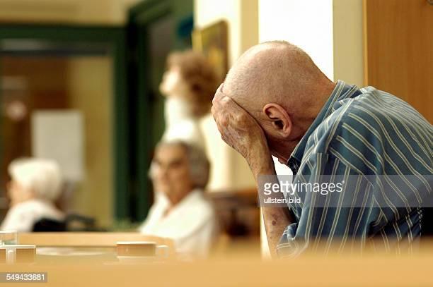 """Alzheimerkranker, """"Alzheimer Tanz Café"""", Musiktherapie fuer pflegebeduerftige Menschen mit Alzheimer im Pflegeheim Dr. Harnisch - Haus der St...."""