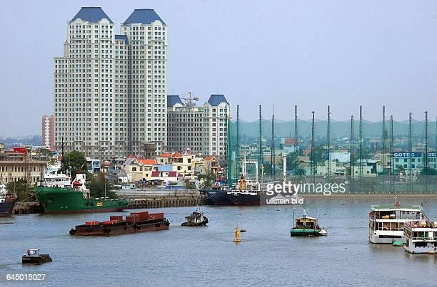 Am 01 Mai 2015 wird der 40zigste Jahrestag des VietnamKrieg Endes begangenSR Vietnam/ Saigon Blick vom historischen MajesticHotel auf denSaigonFluss...