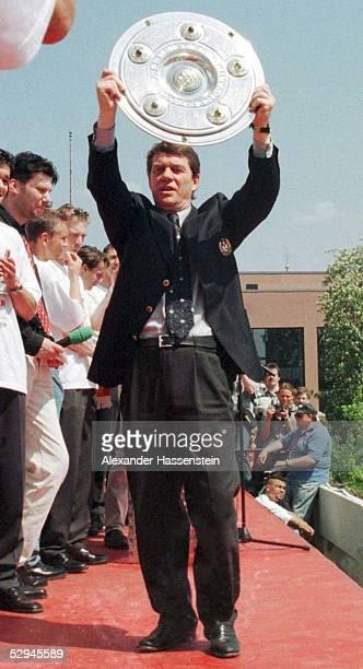 FUSSBALL MEISTERFEIER 1998 KAISERSLAUTERN am 100598 Trainer Otto REHHAGEL