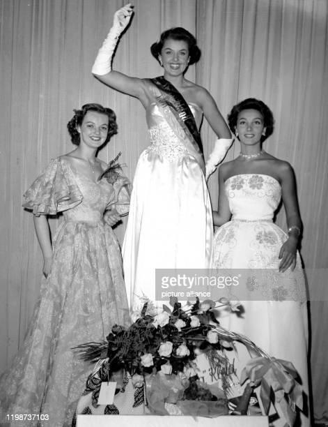Am 13 Juni 1953 wurde die Berlinerin Christel Schack aus einer Reihe von 17 Bewerberinnen in Wiesbaden zur Miss Germany 1953 gewählt Zweite wurde die...