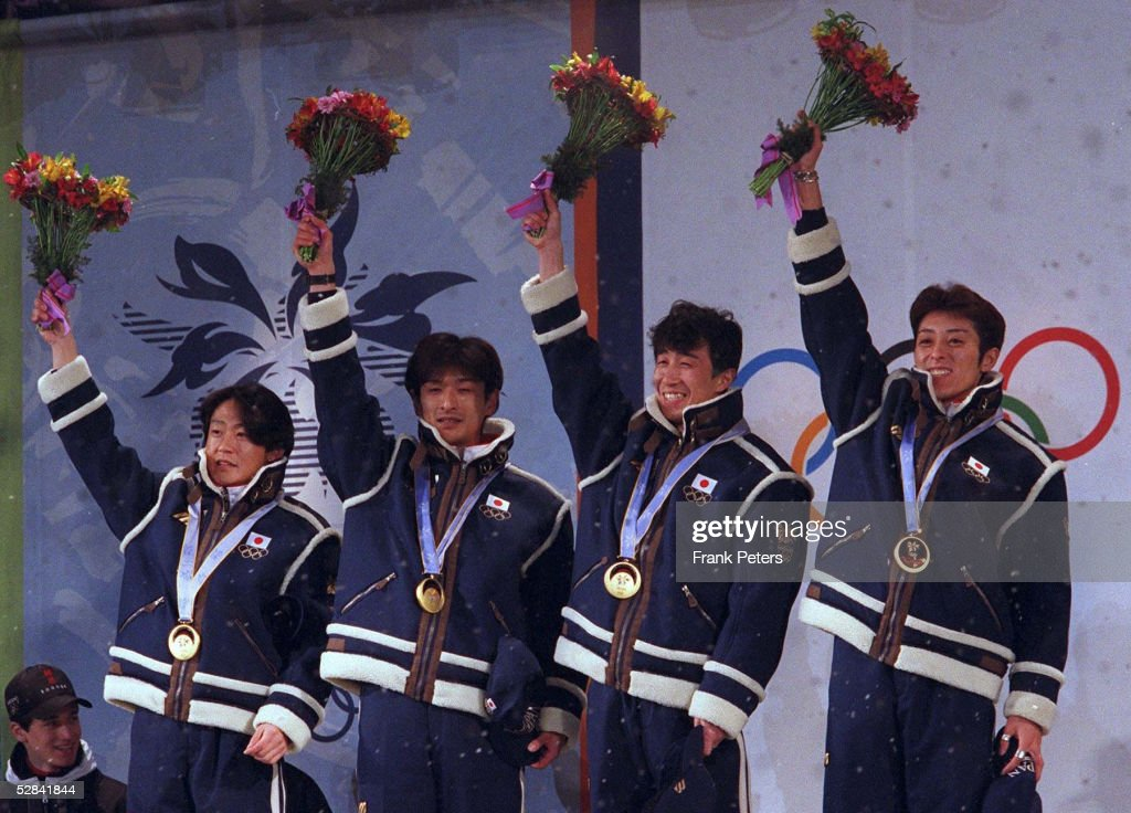 SKISPRINGEN: NAGANO 1998 SIEGEREHRUNG TEAM K120 am 17.02.98 : ニュース写真