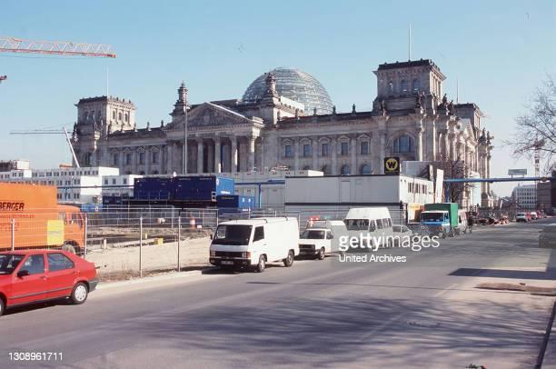 Am 19. April werden die Schlüssel des umgebauten Reichstagsgebäudes dem Souverän des deutschen Volkes, dem Bundestag und seinem Präsidenten, zur...