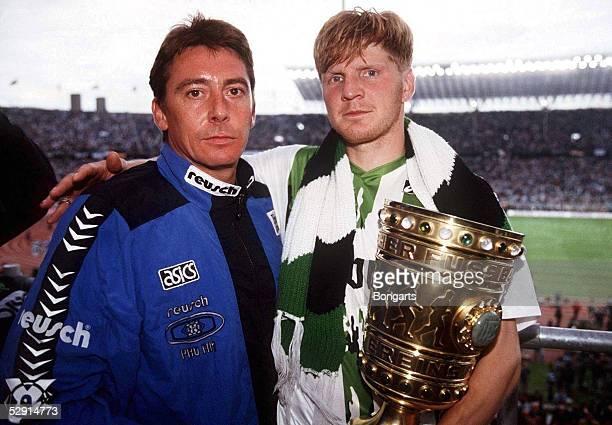 0 am 24695 Trainer KRAUSS mit Stefan EFFENBERG und Pokal