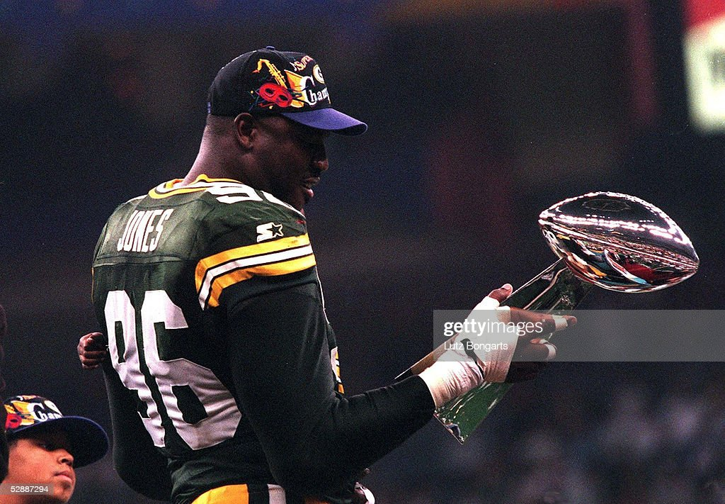 AMERICAN FOOTBALL: XXXI SUPER BOWL/GREEN BAY PAKERS : News Photo