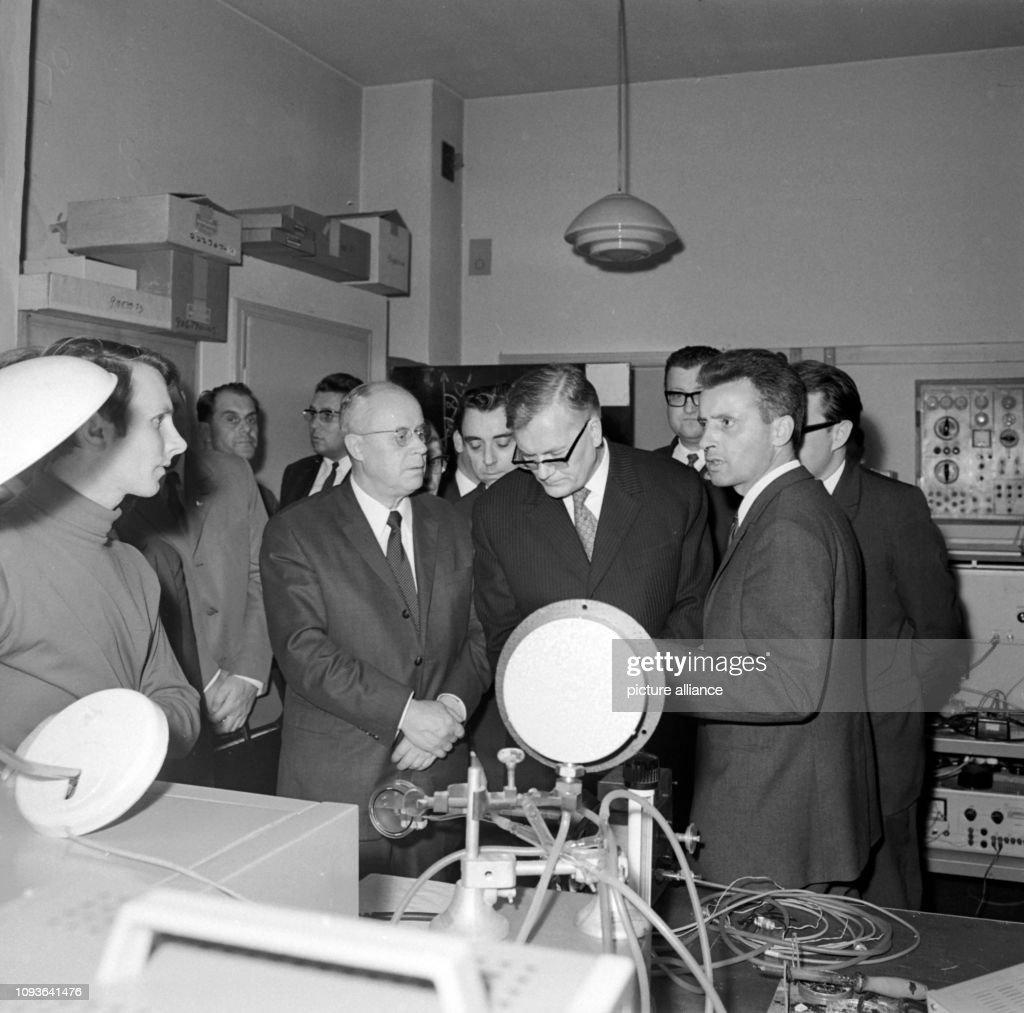 DDR - Wissenschaftlicher Besuch aus der UdSSR 1971 : News Photo