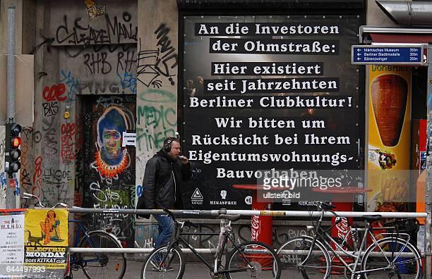 Am beruehmten KitKat Club bzw Tresor Ecke Koepenicker Strasse werden die kuenftigen Investoren von der alteingesessenen Clubkultur hoeflichst mit...