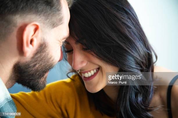 soy más feliz cuando estoy justo a tu lado - imagenes gratis fotografías e imágenes de stock