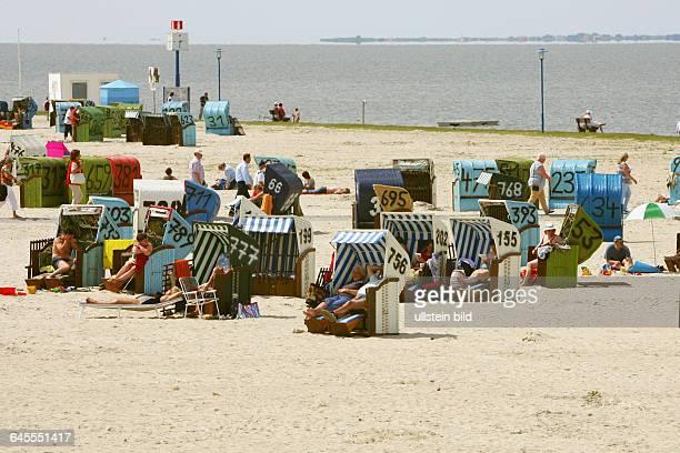 Am Sandstrand von Neuharlingersiel Nordsee