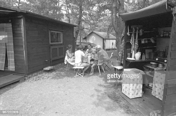 Am Zeesener See in SenzigWaldesruh liegt versteckt in waldreicher Gegend das über 60 Jahre alte Paradies der Nackten der FKKFreunde aus Berlin und...