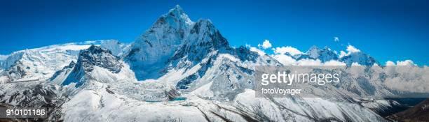 海部 Dablam 6812 m 雪の頂上ヒマラヤ山荒野パノラマ ネパール