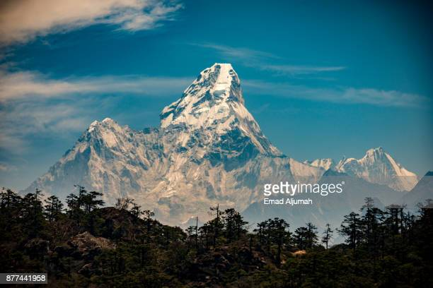 ama dablam, nepal - april 26, 2016 - mt. everest stock pictures, royalty-free photos & images