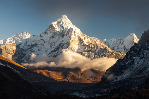 Ama Dablam (6856m) peak near the village of Dingboche in the Khumbu area of Nepal, on the hiking trail leading to the Everest base camp. 888011336