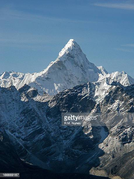 ama dablam - mountain peak stock pictures, royalty-free photos & images