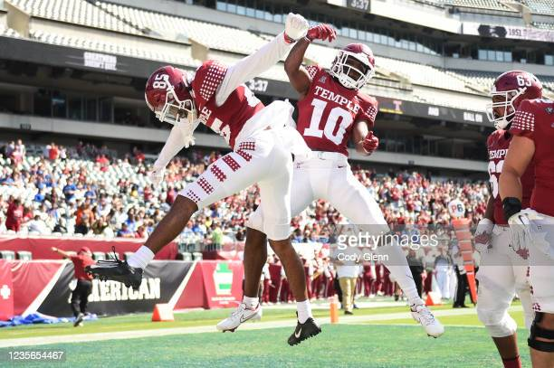 Amad Anderson Jr. #85 and Jose Barbon of the Temple Owls celebrate Barbon's second quarter touchdown against the Memphis Tigers at Lincoln Financial...