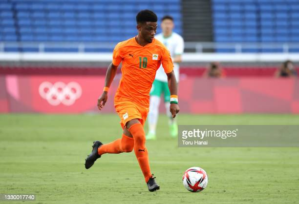 Amad Diallo of Team Ivory Coast runs with the ball during the Men's First Round Group D match between Cote d'Ivoire and Saudi Arabia during the Tokyo...