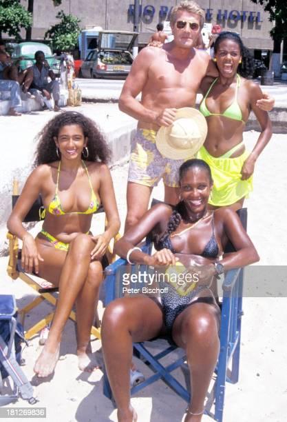 Amadeus August Brasilianerinnen neben den Dreharbeiten zur PRO 7 Serie Glueckliche Reise Folge 1 Brasilien Rio de Janeiro/Brasilien/SuedAmerika...