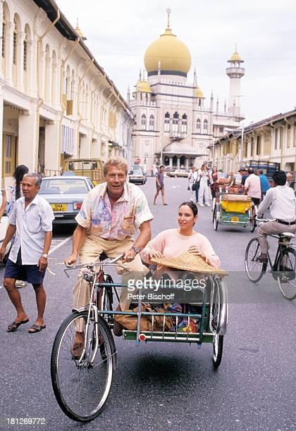 Amadeus August Katharina Jacob PRO 7 Serie Glückliche Reise Folge 3 Singapur/ Borneo Singapur/ Asien Grand Multan Moschee chinesische Trishaw Dreirad...