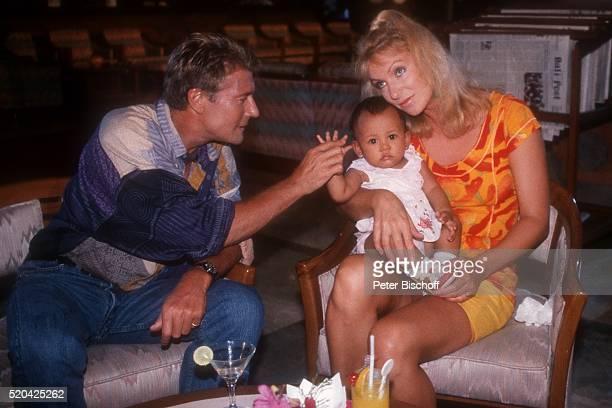 Amadeus August Sabine Kaack balinesisches Baby PRO 7Serie Glückliche Reise Folge 4 Bali Episode 2 Die Stewardess und das balinesische Baby am im...