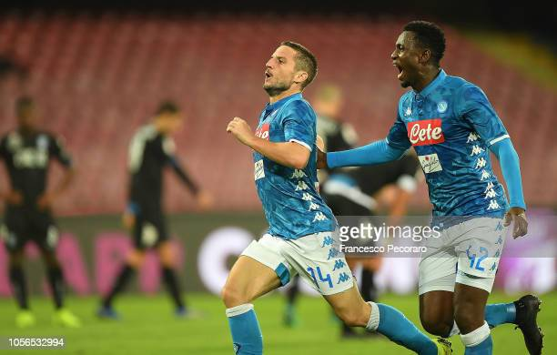 Amadou Diawara and Dries Mertens of SSC Napoli celebrate the 31 goal scored by Dries Mertens during the Serie A match between SSC Napoli and Empoli...