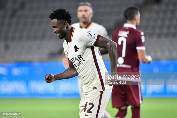 Amadou Diawara of AS Roma celebrates after scoring the third goal of his teamduring the Serie A match between Torino FC and AS Roma at Stadio...