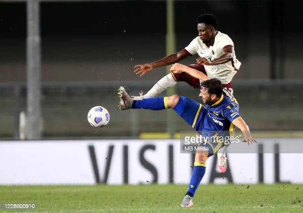Amadou Diawara of As Roma competes for the ball with Samuel Di Carmine of Hellas Verona FC during the Serie A match between Hellas Verona FC and AS...