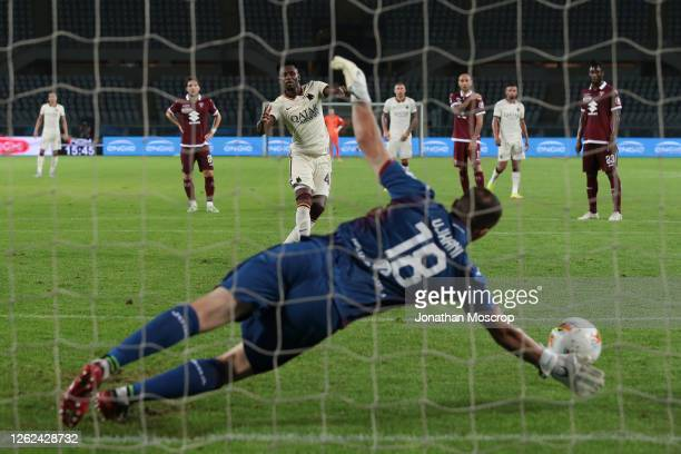 Amadou Diawara of AS Roma scores from the penalty mark to give the side a 3-1 lead during the Serie A match between Torino FC and AS Roma at Stadio...