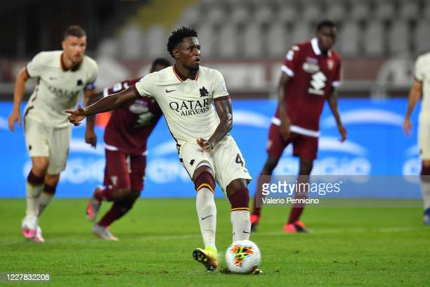 Amadou Diawara of AS Roma scores his goal from the penalty spot during the Serie A match between Torino FC and AS Roma at Stadio Olimpico di Torino...