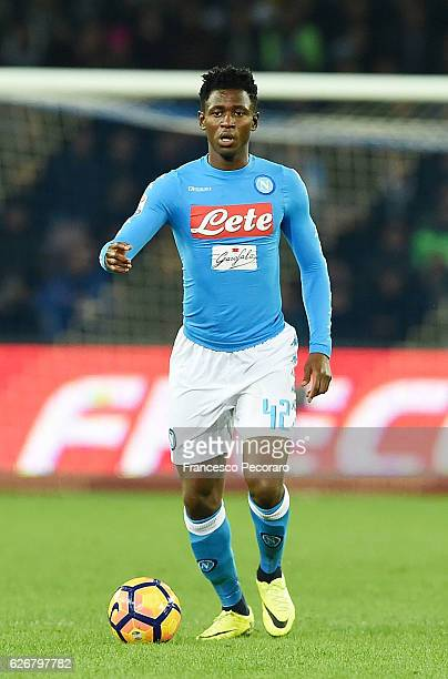 Amadou Diawara of SSC Napoli in action during the Serie A match between SSC Napoli and US Sassuolo November 28 2016 in Naples Italy