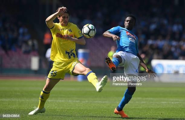 Amadou Diawara of SSC Napoli vies with Roberto Inglese of AC Chievo Verona during the serie A match between SSC Napoli and AC Chievo Verona at Stadio...