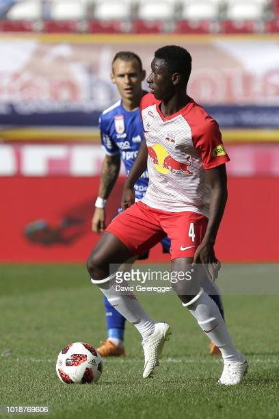 the team of RB Salzburg celebrates the victory after the tipico Bundesliga match between RB Salzburg and TSV Hartberg at Red Bull Arena on August 18...