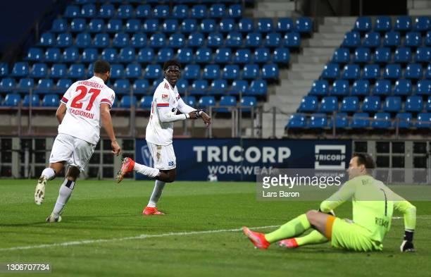 Amadou Onana of Hamburger SV celebrates after scoring their team's first goal with teammate Josha Vagnoman during the Second Bundesliga match between...