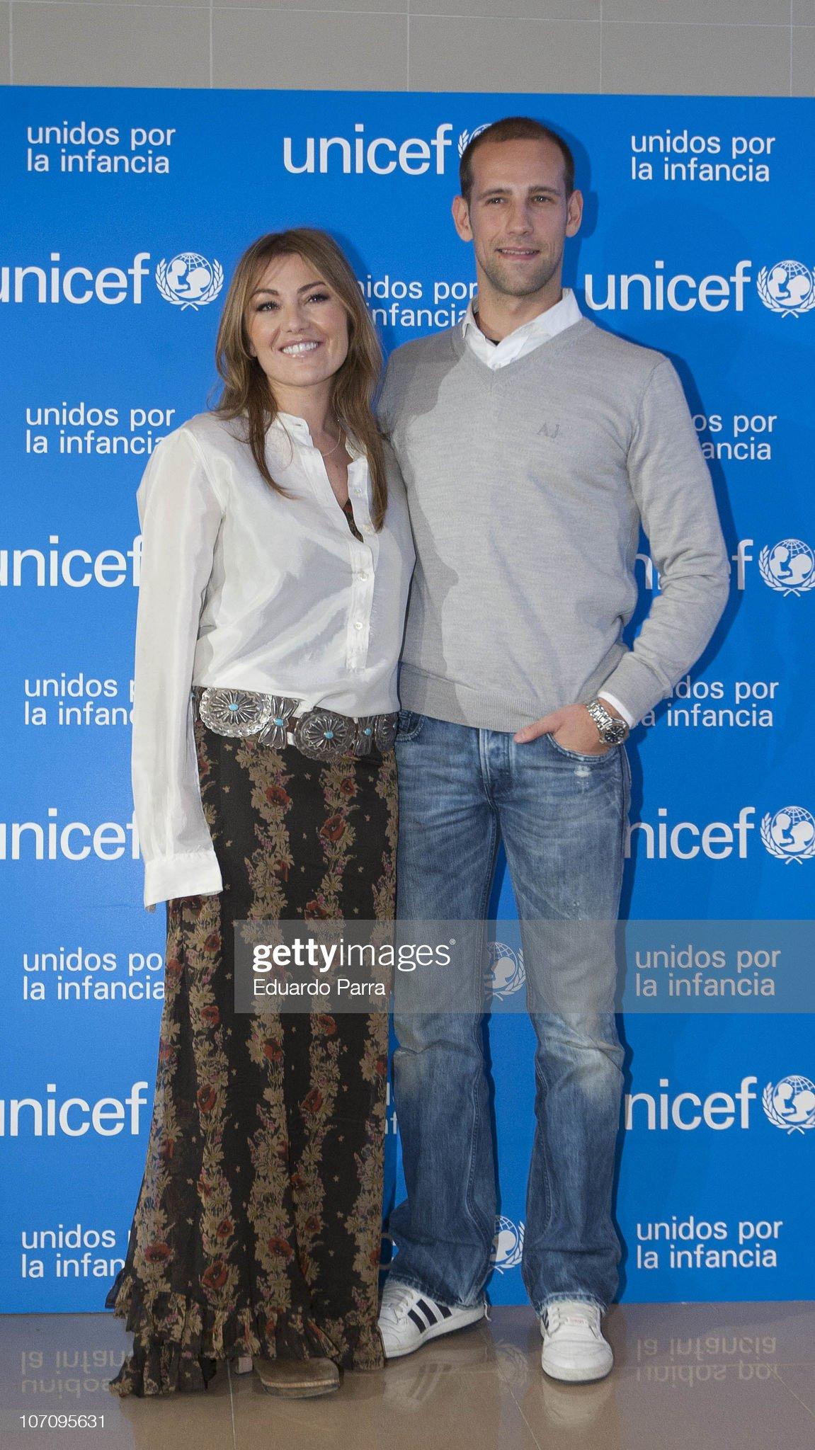 ¿Cuánto mide Amaia Montero? - Altura Amaia-montero-and-gonzalo-miro-attend-new-unicef-musical-christmas-picture-id107095631?s=2048x2048