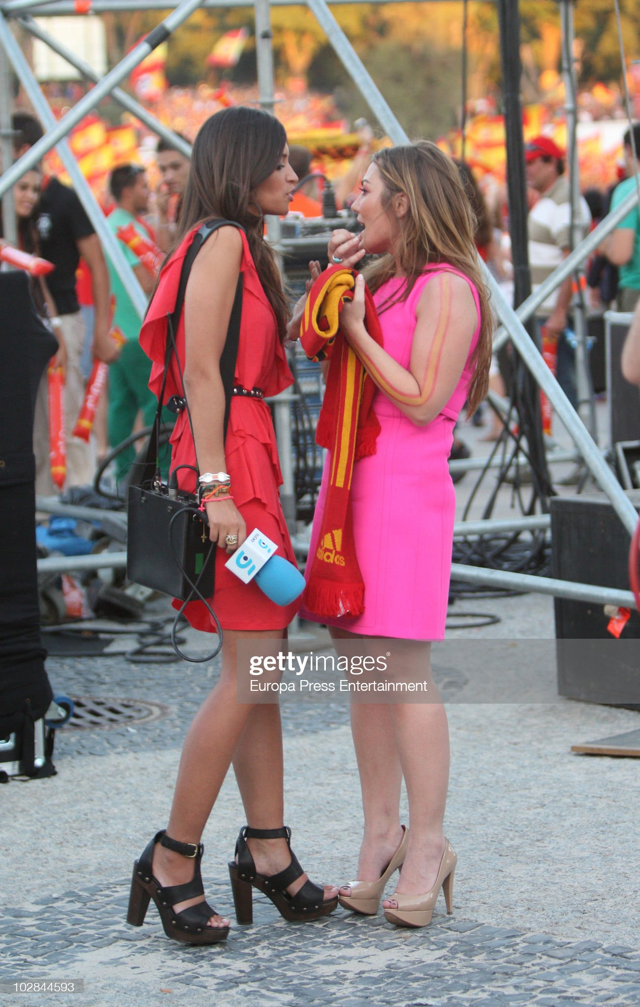 ¿Cuánto mide Amaia Montero? - Altura Amaia-montero-is-interviewed-by-sara-carbonero-during-the-of-the-picture-id102844593?s=2048x2048
