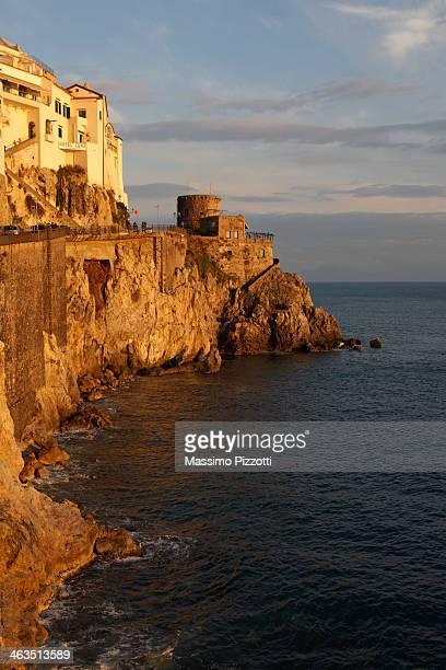amalfi coast at sunset - massimo pizzotti foto e immagini stock