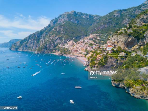 アマルフィ海岸の村イタリアのポジターノ - アマルフィ海岸 ストックフォトと画像