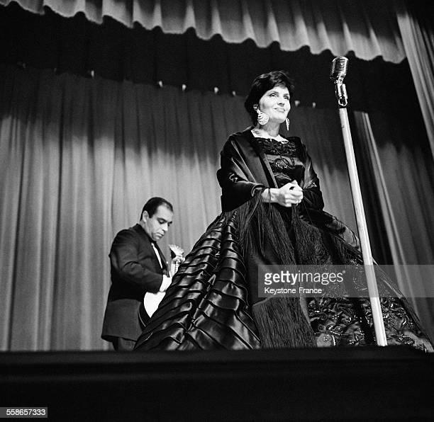 Amalia Rodrigues sur la scène de Bobino à Paris France le 20 février 1960