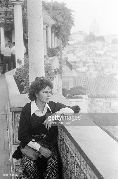 Amalia Rodrigues The Voice Of Portugal Lisbonne 6 Octobre 1975 Amalia RODRIGUES chanteuse fadiste et actrice portugaise posant asssie sur les...