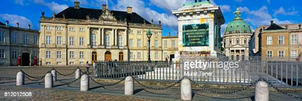 amalienborg palace and marmorkirken church - amalienborg palace stock pictures, royalty-free photos & images