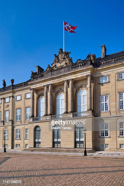 amalienborg palace, copenhagen, denmark - mauro tandoi stock pictures, royalty-free photos & images