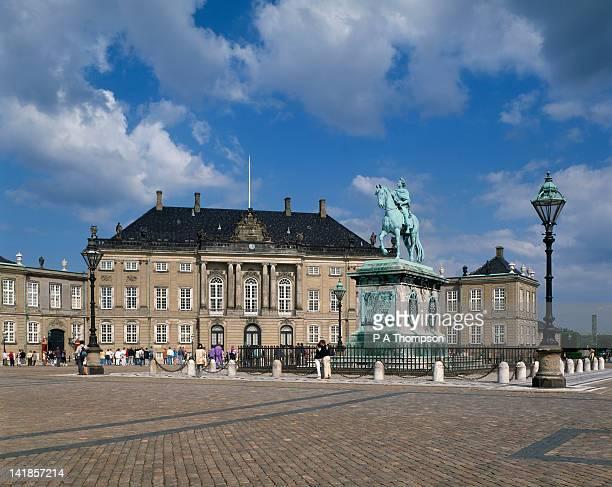 amalienborg palace, copenhagen, denmark - amalienborg palace stock pictures, royalty-free photos & images