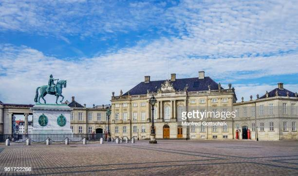 amalienborg palace square copenhagen - amalienborg palace stock pictures, royalty-free photos & images