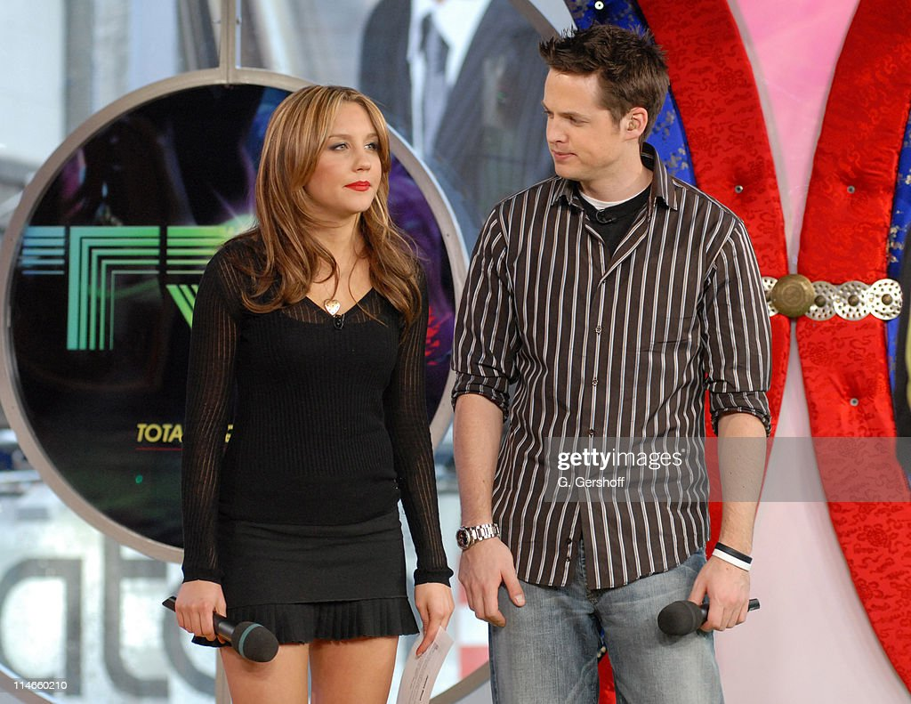 """Amanda Bynes 2006 amand bynes with damien fahey at mtv's """"trl"""" on march 15th"""