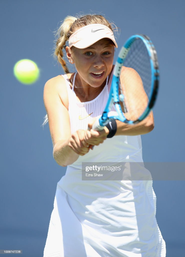 Amanda Anisimova of the United States returns a shot to Mihaela Buzarnescu of Romania during Day 4 of the Mubadala Silicon Valley Classic at Spartan Tennis Complex on August 2, 2018 in San Jose, California.