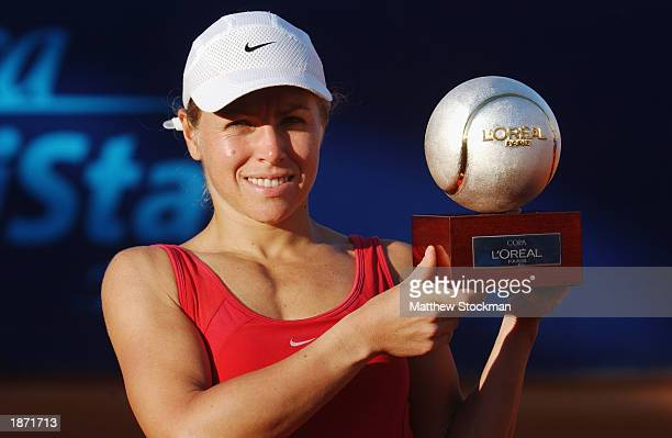 Amanda Coetzer of South Africa poses for photographers after defeating Mariana DiazOliva during the finals of Abierto Mexicano de Tenis Telefonica...